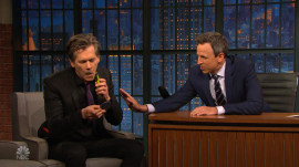 Kevin Bacon shaves off mustache on 'Late Night With Seth Meyers'