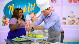 'Nailed It!' hosts put Jenna's and Willie's baking skills to the test