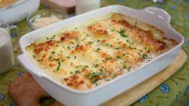 Make lasagna 2 ways: Pioneer Woman Ree Drummond shows how