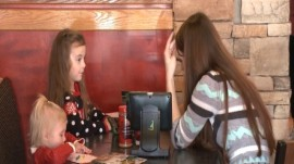 Customer Surprises Waitress With $200 Christmas Tip