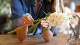 3 DIY ways to make flowers last longer