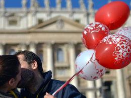 Image: VATICAN-POPE-VALENTINE-LOVE-THEME