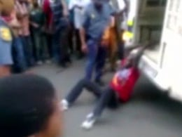 Image: SAFRICA-POLICE-ABUSE-DEATH-MOZAMBIQUE