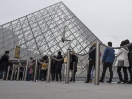 Image: Louvre Museum reopens