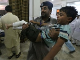 Image: Suicide attack at Shiite mosque in Pakistan kills 10