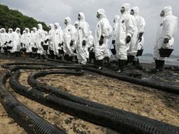 Image: Oil spill in Gulf of Thailand reaches Samet Island