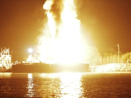 Image: Fire blazes aboard two fuel barges along the Mobile River after explosions in Mobile