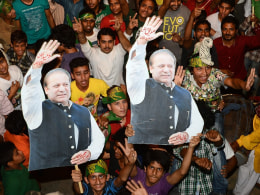 Image: Supporters of former Pakistani Prime Minister and head of the Pakistan Muslim League-N (PML-N), Nawaz Sharif