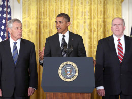 Image: Image: President Obama with Gen. McChrystal and former Sen. Hagel (© Mark Wilson / Getty Images)