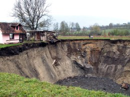 Image: Bosnia sinkhole in Sanica village