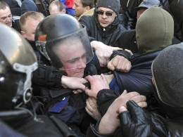 Image: Pro-Russian activists scuffle with the police near the regional government building in Donetsk