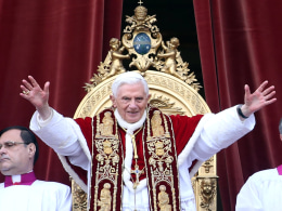 Image: Pope Benedict XVI Delivers His Urbi Et Orbi Blessing
