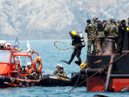 Image: SKOREA-ACCIDENT-BOAT