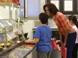 Image: U.S. First Lady Michelle Obama gets her lunch at Parklawn Elementary School in Alexandria,