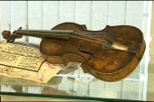 Auctioned violin from Titanic breaks record