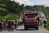 Mexico urges caravan to apply for refugee status