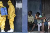 Ebola fears spur calls for airport screenings
