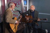 Peter and Paul sing 'Puff the Magic Dragon'