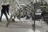 Spring storm dumps snow on parts of Northeast