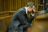 Pistorius breaks down while testifying