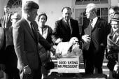 Obama pardons Thanksgiving turkeys