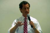 Anthony Weiner pokes media