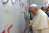 Pope invites Abbas and Peres to Vatican
