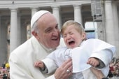 Toddler's unhappy encounter with Pope Francis