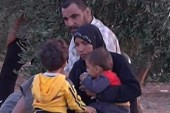 Syrian refugees fill camps near border