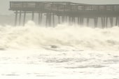 Sandy storms in impact on swing states