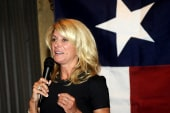 Wendy Davis rakes in big bucks for gov race