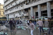 Car bomb targets police headquarters in Cairo