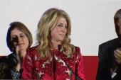 Wendy Davis tearfully concedes governor's...