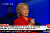 Clinton bashes Trump's anti-Muslim remarks