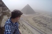 Tourist illegally climbs Great Pyramid of...