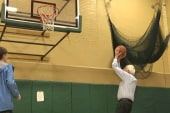 Sanders shoots hoops in NH with grandkids