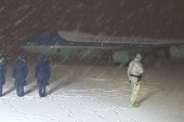President Obama walks off AF1 into snow storm