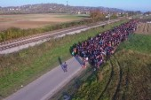 Drone shows thousands of refugees in Slovenia