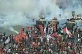 Turkish police clash with protestors