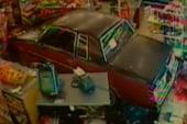 Teen crashes car into 7-Eleven