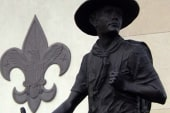 Boy Scouts to keep ban on openly gay...