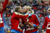 Russian athletes kiss in spite of country...