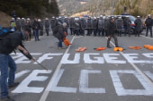Protesters, police clash over border controls