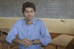 Adrian Grenier visits Rwandan schools