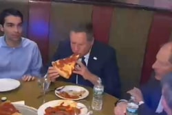 2016 debate: The right way to eat pizza