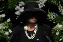Muhammad Ali's wife speaks at memorial