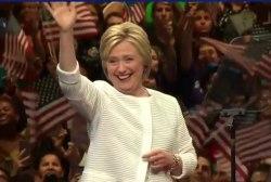 Clinton pulls ahead of Trump in new poll