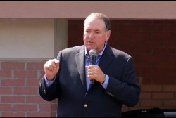 Huckabee pays $25,000 for 'Eye of the Tiger'