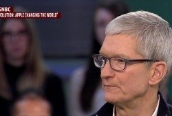 Apple CEO criticizes Facebook amid privacy scandal