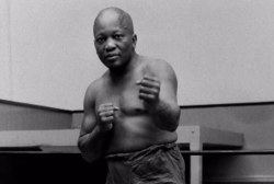 Trump pardons first African-American heavyweight champ Jack Johnson